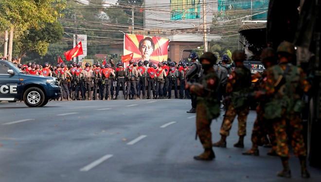 Darbe karşıtlarına 20 yıl hapis cezası