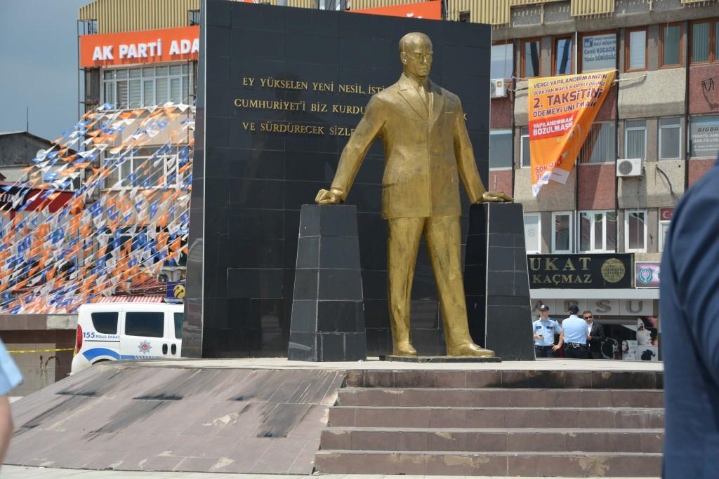 Atatürk büstleri hedef mi alınıyor ?