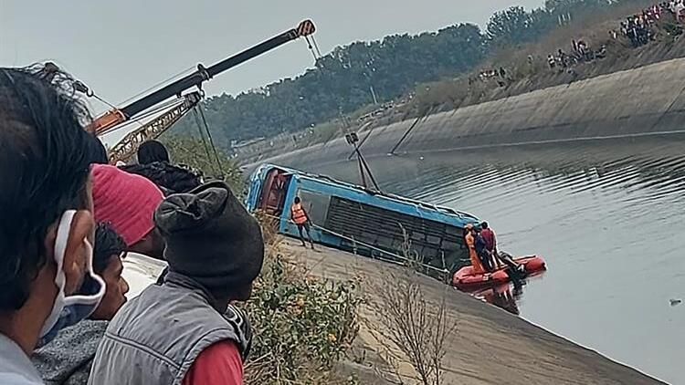 Hindistan'da korkunç kaza: 40 kişi hayatını kaybetti