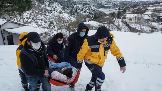 Sultangazi'de ambulansa kar engeli