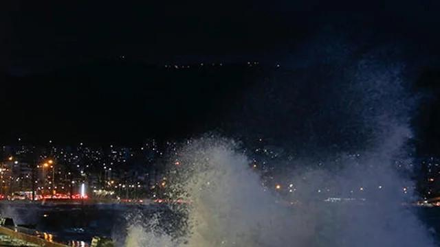 İzmir'de kuvvetli rüzgar nedeniyle vapur seferlerine ara verildi