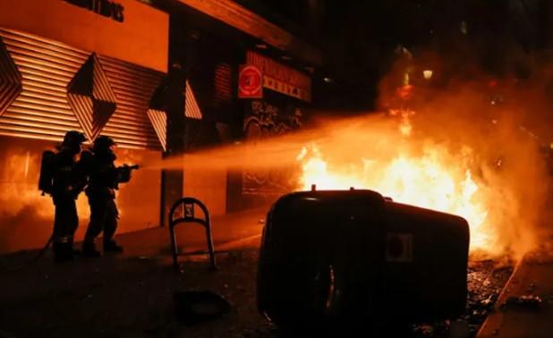 İspanya'da sokaklar yangın yerine döndü