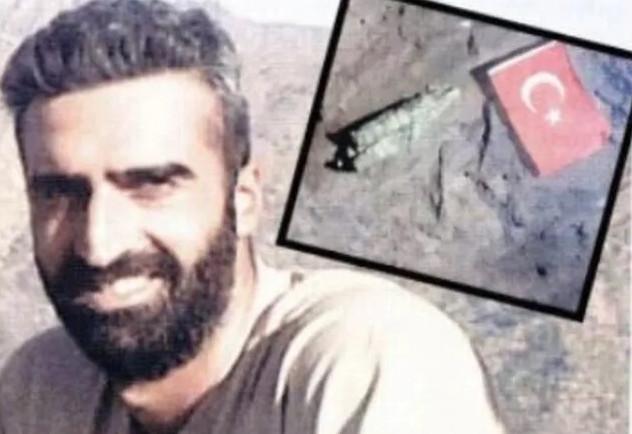 Şehit yüzbaşı Hakurk'a Türk bayrağını dikmiş