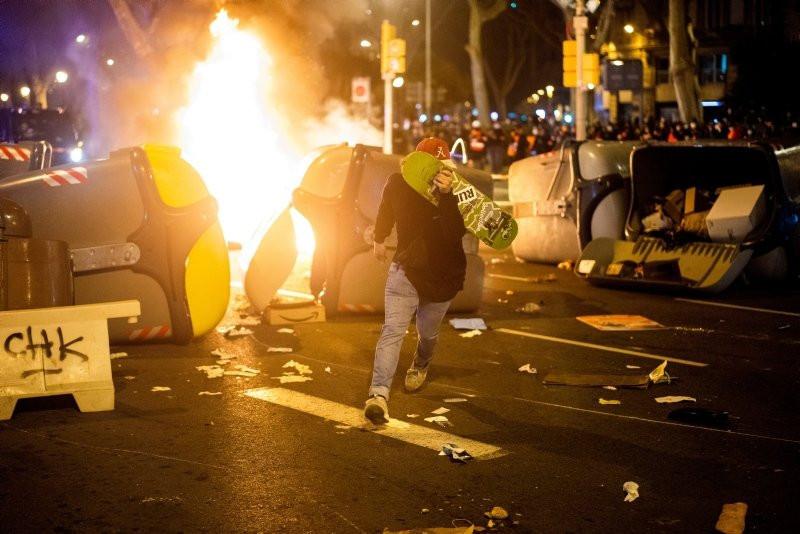 İspanya sokakları yangın yerine döndü!