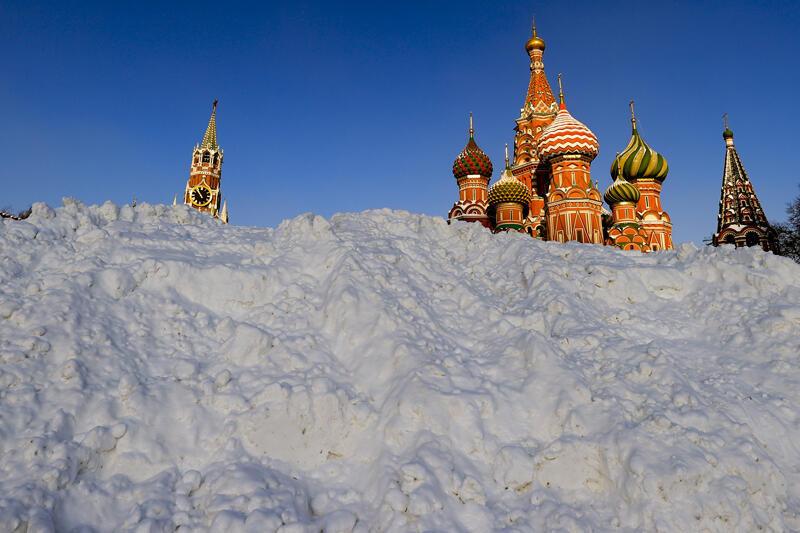 Rusya'da 3 gün aralıksız yağan kar hayatı felç etti - Resim: 1