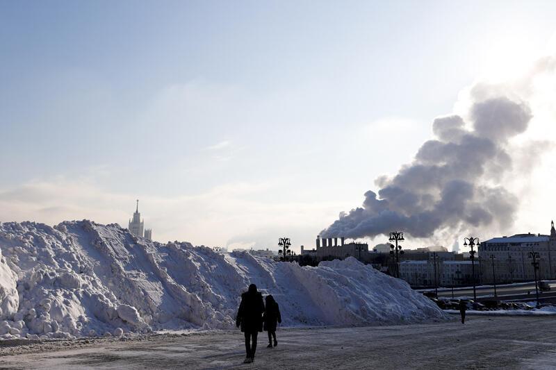 Rusya'da 3 gün aralıksız yağan kar hayatı felç etti - Resim: 2