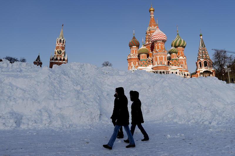 Rusya'da 3 gün aralıksız yağan kar hayatı felç etti - Resim: 3