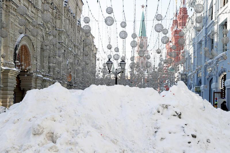 Rusya'da 3 gün aralıksız yağan kar hayatı felç etti - Resim: 4