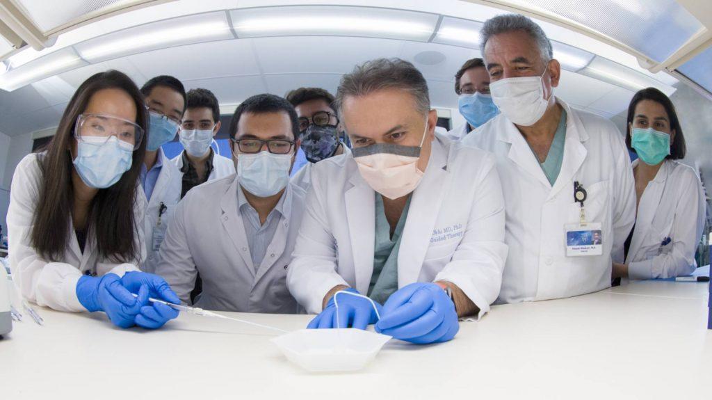Türk doktordan kanserli dokuyu yok eden adım