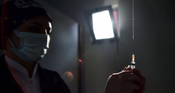 ''Aşı olan kişi virüs taşıyabilir''
