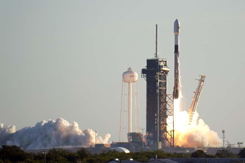 SpaceX  sivillerin katılacağı uzay yolculuğu için çekiliş yapacak - Resim: 4