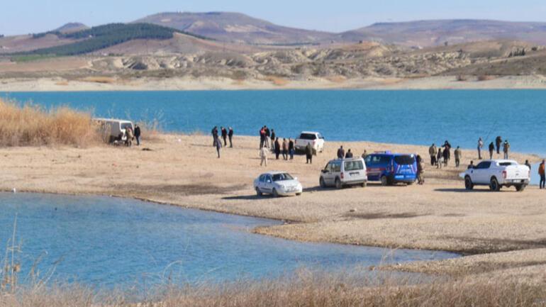 Minibüste 1'i çocuk 3 kişi ölü bulundu