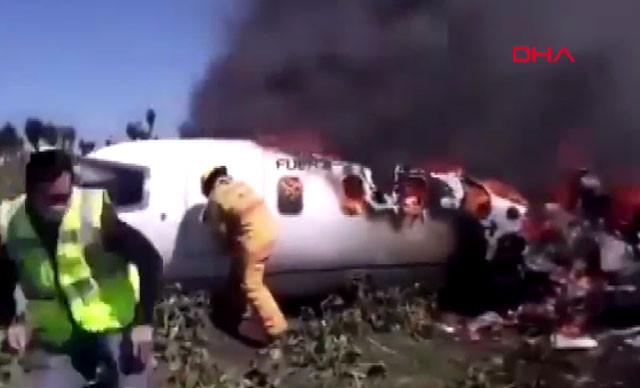 Meksika'da uçak düştü: 6 ölü