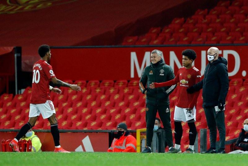 Futbolun ''muhteşem çocuğu'' ilk Premier lig maçına çıktı - Resim: 1