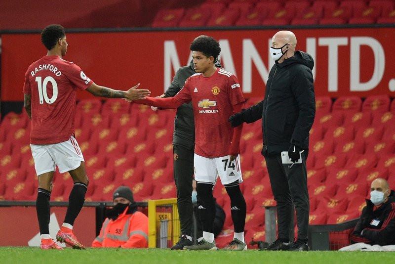 Futbolun ''muhteşem çocuğu'' ilk Premier lig maçına çıktı - Resim: 2