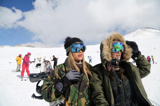İranlılar kayak merkezlerine akın etti