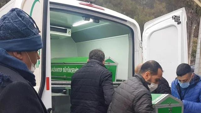 Banyoda hareketsiz bulunan kadın kaldırıldığı hastanede hayatını kaybetti