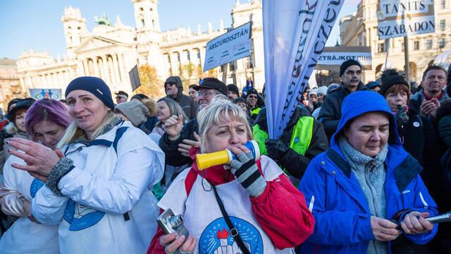 Macaristan'da koronavirüse karşı acil durum uzatıldı