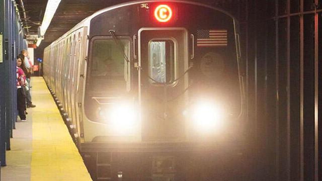 Metroda dehşet! Dilenci, bebeğe saldırdı