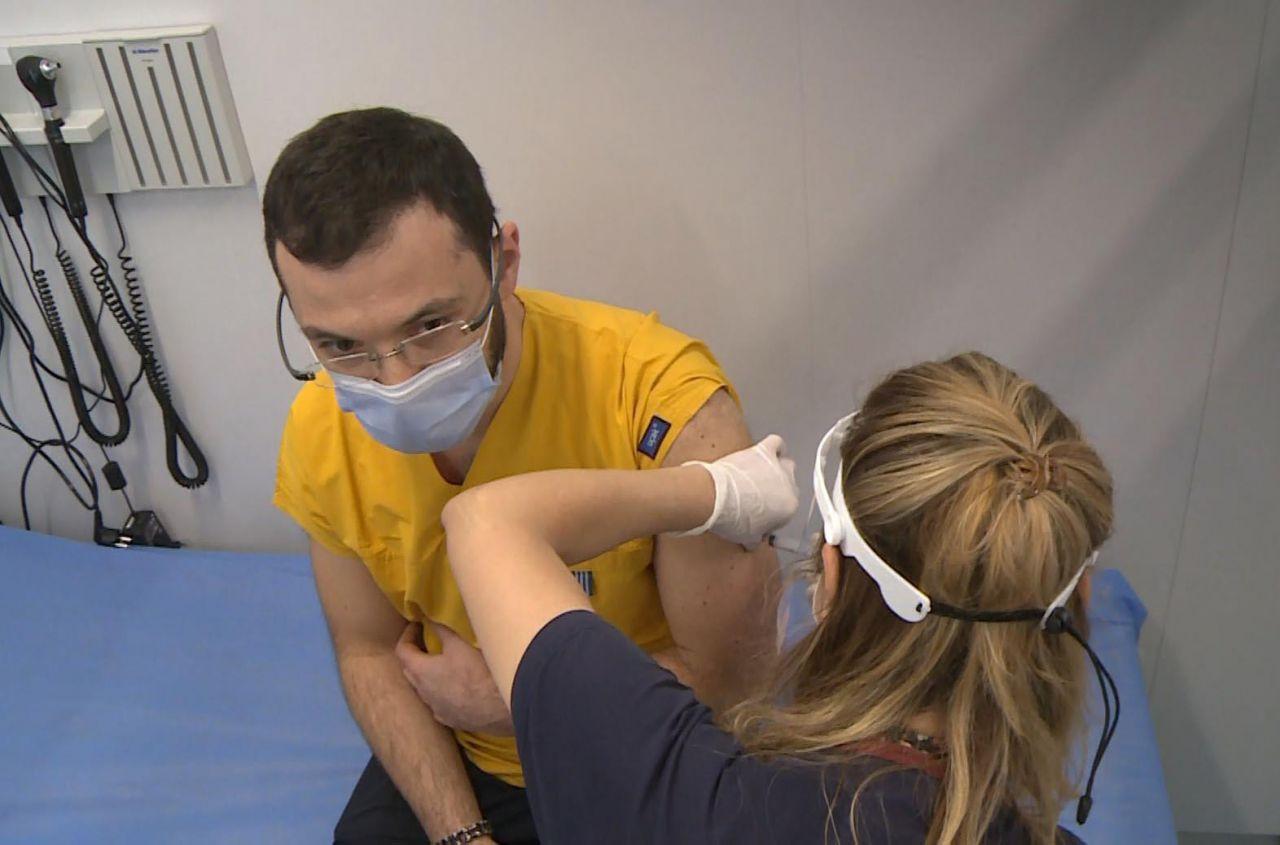 Koronavirüs aşıları hastaneye yatışı ne kadar düşürdü? - Resim: 2