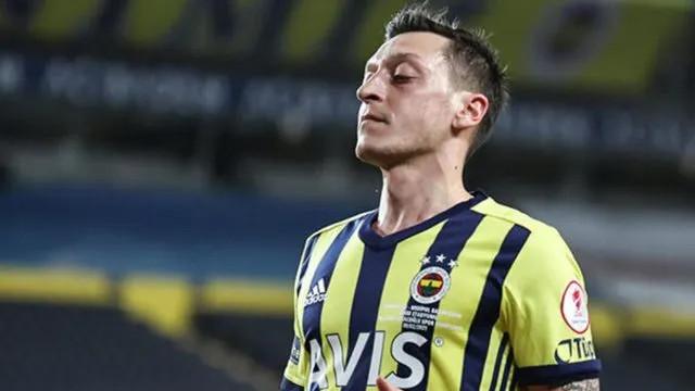 Fenerbahçe'de Mesut Özil çıkmazı! Trabzonspor maçında oynayacak mı?