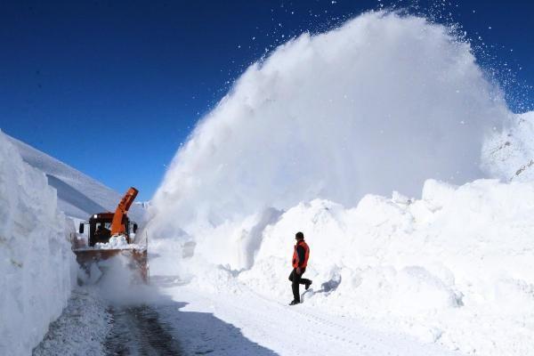 Van'da 3 metre karla yoğun mücadele - Resim: 1
