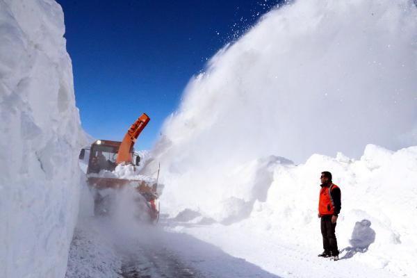 Van'da 3 metre karla yoğun mücadele - Resim: 4