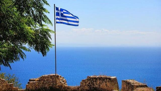 Yunanistan'ın turizm gelirlerine koronavirüs darbesi