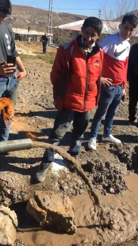 Köylüler ''doğal gaz bulduk'' deyip ateşe verdi - Resim: 4
