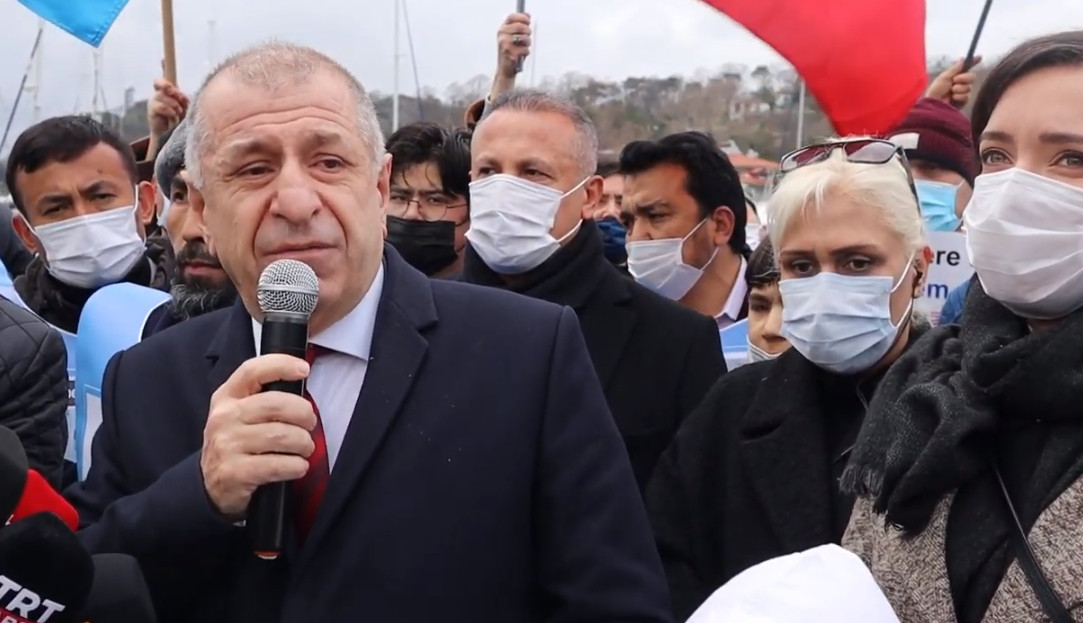 Ümit Özdağ, Doğu Türkistan Türkleri ile görüştü