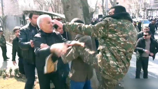 Ermenistan'da gerilim tırmanıyor! Sokaklar karıştı