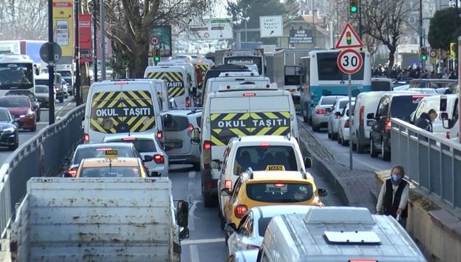 Kısıtlamaya saatler kala trafik kilitlendi
