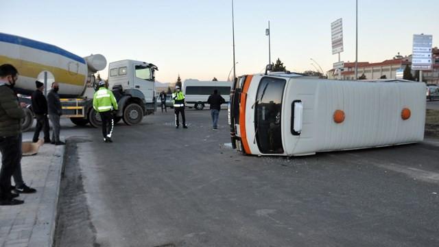 Beton mikseri ile minibüs çarpıştı! Sürücüler ehliyetsiz ve alkollü çıktı