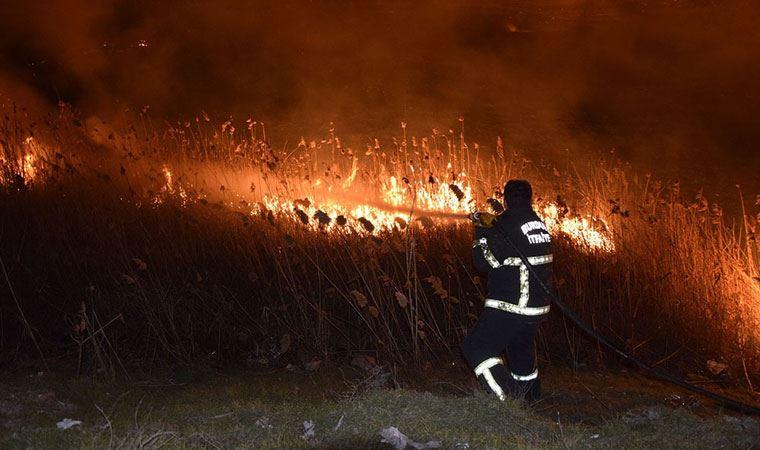 Burdur Gölü kıyısında korkutan yangın