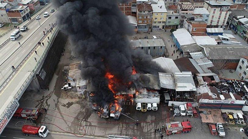 Bursa'da yangın: Çok sayıda araç küle döndü