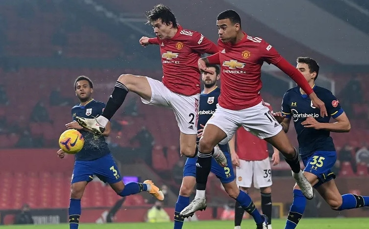 Manchester United'dan tarihi skor: 9-0