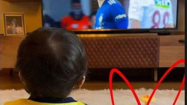 Minik Eda babası Mesut Özil'i böyle izledi