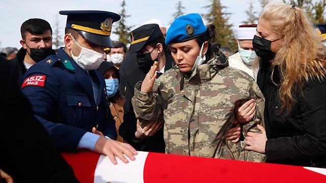 İdlib şehidi Uzman Çavuş Basri Demirel toprağa verildi