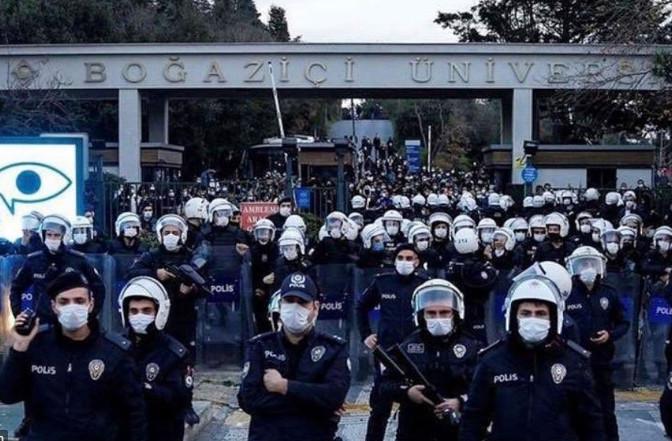 AK Parti'ye en yakın isimden Erdoğan'ı kızdıracak Boğaziçi çıkışı