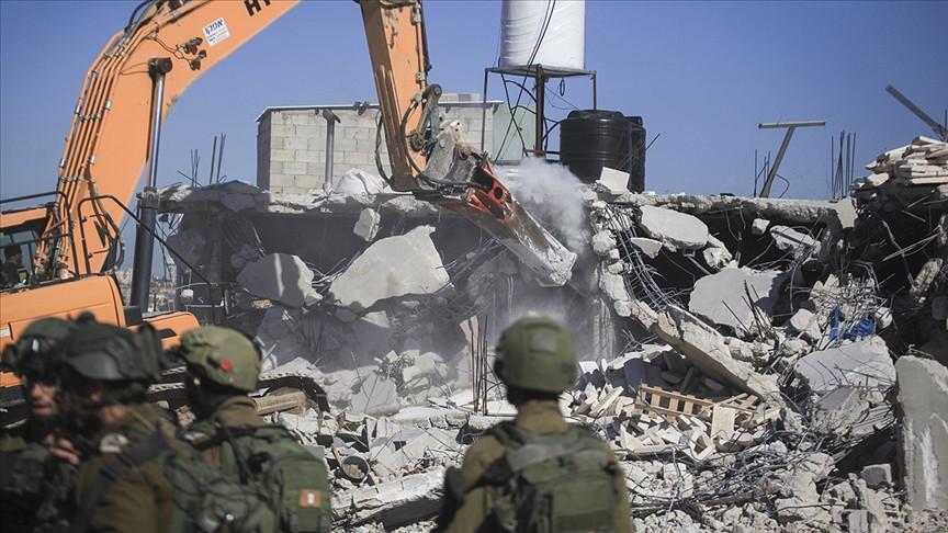 İsrail Batı Şeria'da Filistinlilere ait evi yıktı