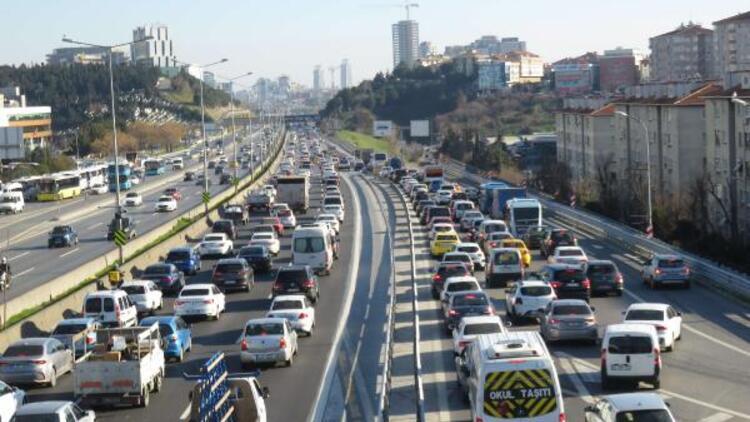 İstanbullular dikkat! Trafik durma noktasına geldi