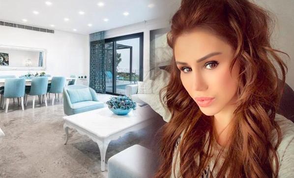 Şarkıcı Ceylan lüks villasını satışa çıkardı
