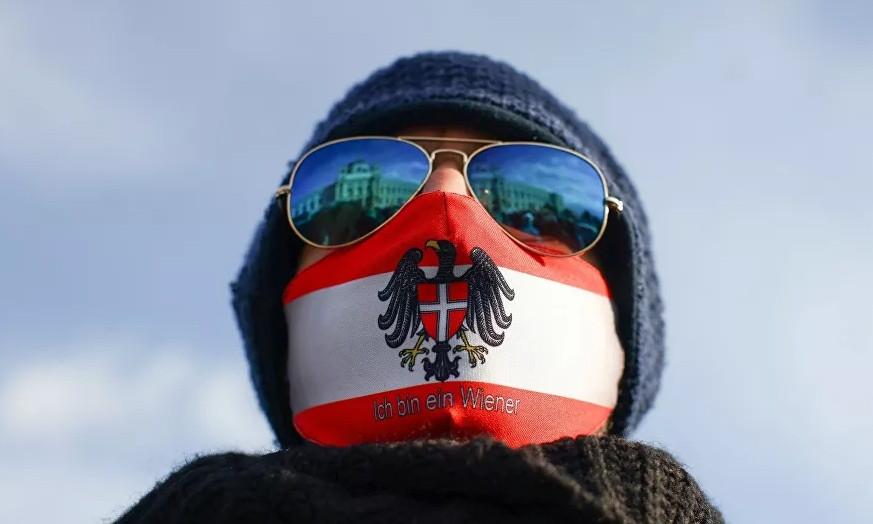 Pandemi önlemleri karşıtı gösterilere katıldığı için görevden alındı!