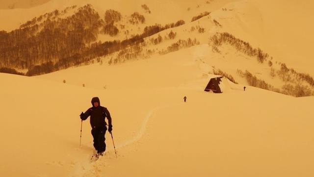 Avrupa'da sarı kar paniği! ''Dünyanın sonu mu geldi?''