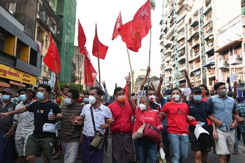 On binlerce kişi darbeye karşı sokağa indi - Resim: 4