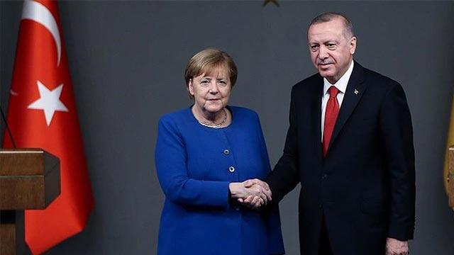 Erdoğan'dan AB adımı... Merkel ile görüştü!