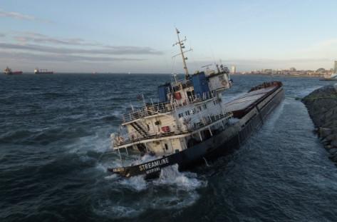 İstanbul'daki fırtına 108 metrelik gemiyi yan yatırdı