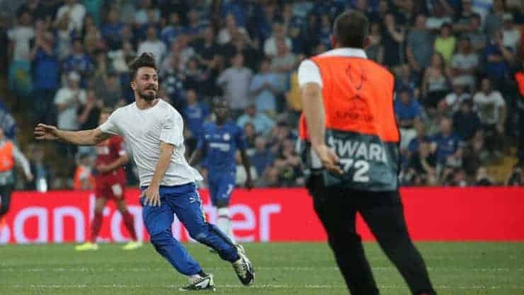 Süper Kupa finalinde sahaya atlayan YouTuber'a hapis cezas