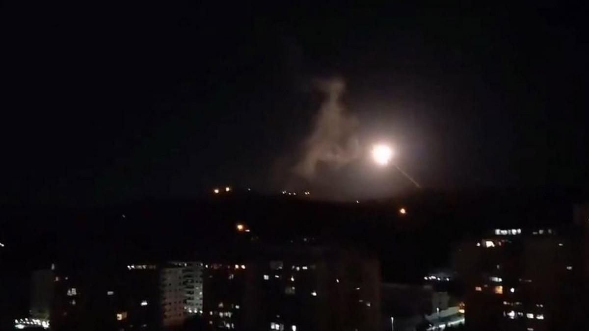 Suriye, İsrail füzelerine karşılık verdi