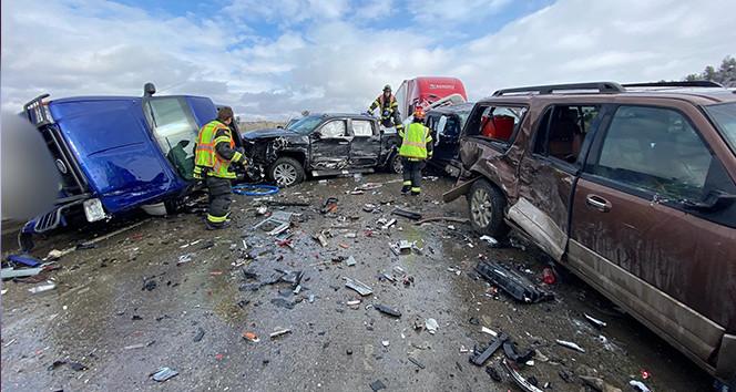 İnanılmaz kaza: 30'dan fazla araç birbirine girdi!